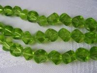 8mm stiklinis salotinis 6-iaunis karoliukas, 1 vnt