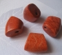 Koralo pakabukas - trapecija ~30x27mm, 1vnt